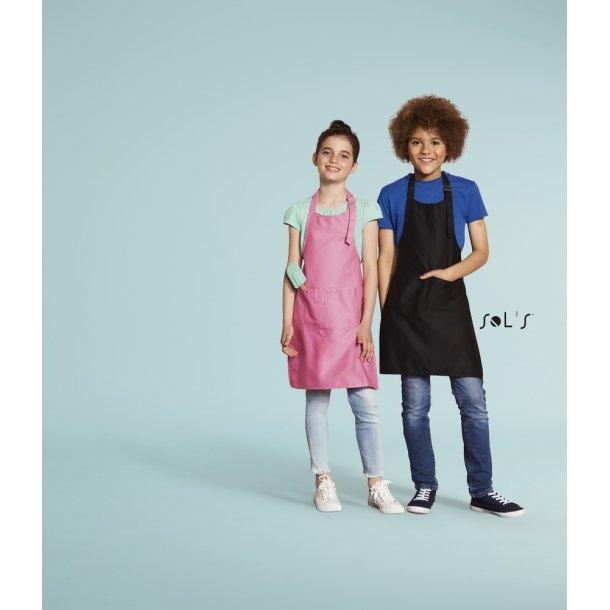 Børneforklæde med smæk og broderet navn